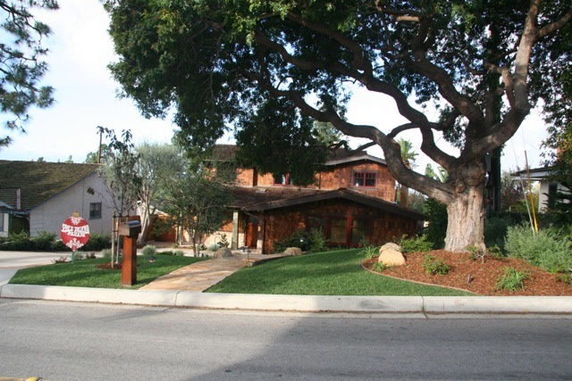 This picture was taken about 1 hour before the Yule Parlor Parade started. Notice the tapered, mahogany mailbox post matches the same angles as the column on the front porch. The Brazilian pepper tree provides a nice canopy over the walkway.